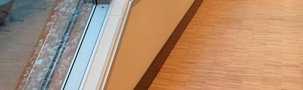 Elpan plint verwarming geplaatst op de vensterbank in een grote Ikea vestiging